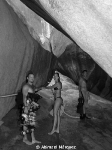 Juan, Arleen y Omar, after diving, The Baths. by Abimael M&#225;rquez 